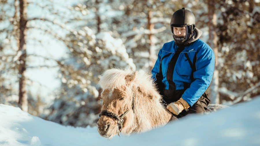 picture horseback riding Lapland Travel Äkäslompolo
