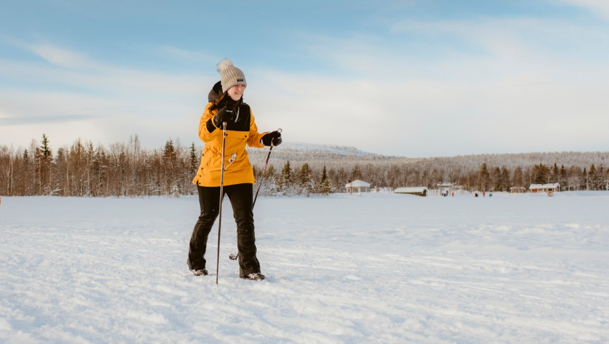 picture of cross country skiing Lapland Travel Äkäslompolo